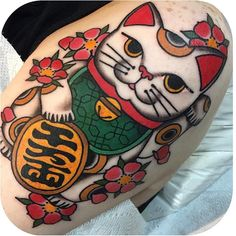 "Tattoodo on Instagram: ""Maneki Neko @beccagennebacon #tattoodo"" Japanese Tattoo Meanings, Japanese Tattoo Women, Japanese Tattoo Designs, Japanese Tattoo Art, Japanese Sleeve Tattoos, Asian Tattoos, Trendy Tattoos, Cute Tattoos, Body Art Tattoos"