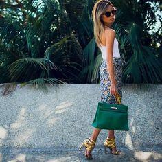 Eu adoro os looks da italiana Erica Pelosini. Por isso, escolhi a it girl novamente para copiarmos o que ela está usando.