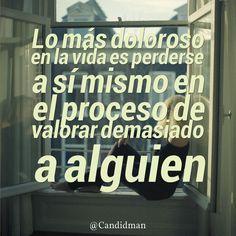 """""""Lo más doloroso en la #Vida es perderse a sí mismo en el proceso de valorar demasiado a alguien"""""""