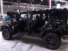 And this COD MW3 edition of the Jeep Wrangler looks stunning!