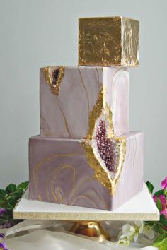 From cool marble and geode designs like this square wedding cake to elaborate six tier wedding cakes, there really is no brief that The Custom Cake Boutique can't work with. #weddingcakes