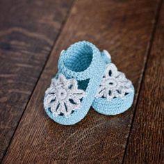 Crochet Baby Booties Crochet pattern - Mint Mary Janes, crochet baby booties, san...