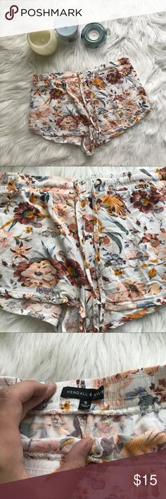 {Kendall & Kylie} Floral Jogger Shorts 🌴 These adorable little jogger shorts are so comfy and lightweight. Functional drawstrings. Size small. No noticeable flaws. From Kendall & Kylie, found at PacSun.   🌸MEASUREMENTS & MATERIAL: 🌸 Waist: 14 inches lying flat 🌸 Length: 8.5 inches  🌸 Inseam: 1.25 inches 🌸Feel free to ask for a specific measurement! Kendall & Kylie Shorts