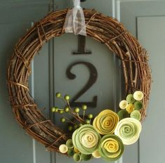 Possible late Spring/Summer wreath – Grapevine Wreath İdeas. Felt Flower Wreaths, Felt Wreath, Diy Wreath, Felt Flowers, Grapevine Wreath, Wreath Ideas, Felt Roses, Paper Roses, Yellow Flowers