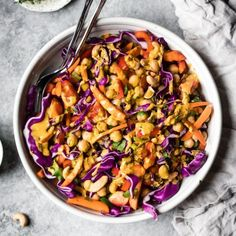 Chopped Thai Chickpea Salad with Curry Peanut Dressing | Ambitious Kitchen #Chickpea #garbanzobeans #garbanzos #chickpeas #cook #dinner #vegan #veganrecipes #veganfood #healthylifestyle #healthy #healthyfood #nutrition Sin Gluten, Sans Gluten Sans Lactose, Healthy Side Dishes, Healthy Salads, Healthy Eating, Healthy Foods, Asian Salads, Savory Salads, Dinner Healthy