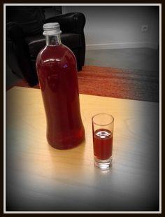 eau de vie savoir le degré a afin de doser pour atteindre la proportion d'alcool souhaitée.   si on a de l'eau de vie a 50°, un litre  apporte 50 cl d'alcool pur. Si on a 2 litres de jus de raisin, ça fait du ratafia à 16.5° environ. A laisser reposer dans du verre, dans une cave, au moins 3 mois.   En ajoutant cet alcool (au minimum 15°, souvent 18°) on tue les levures naturellement présentes dans le jus de raisin, donc pas de fermentation alcoolique (qui donnerait du vin).