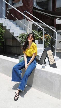 Latest top trends of women's fashion for s/s 2018 and f/w 2019 Korean Fashion Trends, Korean Street Fashion, Korea Fashion, Vogue Fashion, Asian Fashion, Daily Fashion, Girl Fashion, Fashion Outfits, Womens Fashion