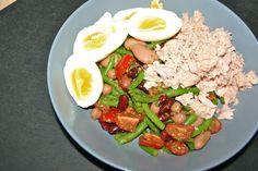 Bønnesalat med tomater, pesto, tun og æg - LCHF