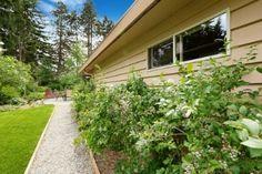 Pea Gravel Walkways: How to Create the Perfect One