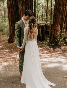 Tendance Robe du mariée 2017/2018  Rustic Redwoods Wedding with a lace backless wedding dress    #weddinginthewoods