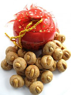 Chinese New Year Peanut Cookies (花生饼)are a traditional treat with lots of peanut flavor in each melt-in-your-mouth, crunchy, toasty bite!