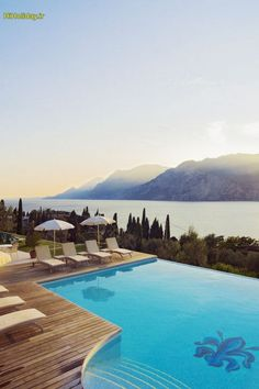 استخری بی نظیر بر فراز #بزرگترین_دریاچه_ایتالیا