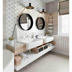 Esses espelhos são uma super tendência na decoração, mas você sabe a origem deles? São inspirados no espelho criado por Jacques Adnet na década de 50, numa linha em parceria com a Hermès. Legal, né? Projeto: Anton Gorbatenko #designdeinteriores #decoração #interiordesign #interior #arquitetura