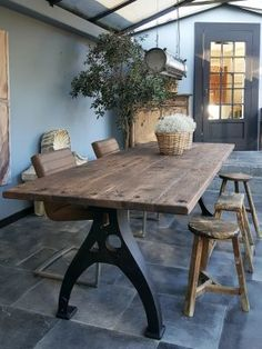 Here are the And Unique Industrial Table Design Ideas. This article about And Unique Industrial Table Design Ideas was posted … Unique Dining Tables, Trestle Dining Tables, Metal Dining Table, Oak Table, Dining Room Table, Design Tisch, Design Table, Industrial Table, Industrial Design