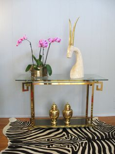 Brass is Back ~ Greek Key Console Table Hollywood Regency Decor, Vintage Hollywood, Living Room Inspiration, Design Inspiration, Mid Century Console, Modern Console Tables, Funky Home Decor, Greek Key, Deco Table