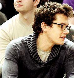 John Mayer is so cute I can't handle it kdksbshsusjjaoauyszhsj