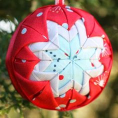 Holiday Folded Star Ornament. No-sew, DIY ornament idea!