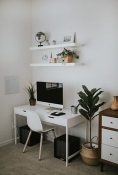 Adorable 44 Outstanding Desk Decor Ideas For The Ultimate Work Space Study Room Decor, Room Ideas Bedroom, Diy Bedroom Decor, Home Decor, Bedroom Furniture, Bedroom Bed, Home Office Setup, Home Office Space, Home Office Design