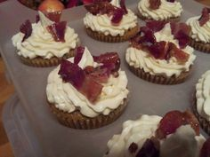 Maple cake, maple butter cream with candied bacon 1