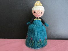 A knitting pattern for fans of the Frozen movie. This Elsa Doll flips from her coronation dress into her winter dress.