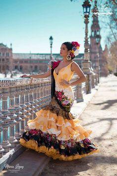 World Ethnic & Cultural Beauties — Image via We Heart It. Flamenco Costume, Flamenco Skirt, Flamenco Dancers, Flamenco Dresses, Spanish Dress, Spanish Dancer, Spanish Style, Costume Ethnique, Fancy Dress
