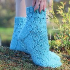 Simple lace socks worked in thick yarn makes knitting fun and interesting and of course they are lovely to wear as well! Lace Socks, Crochet Socks, Knitting Socks, Knitting Ideas, Boot Toppers, Thick Yarn, Fingerless Gloves, Arm Warmers, Mittens