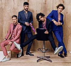 "The 1975 model some sharp Summer suits in GQ magazine's new ""Some Of The Most Stylish Men In Existence"" feature, with Adam Hann killing it in a three-piece Dolce & Gabbana number, and the rest of the band styled in Saint Laurent by Hedi Slimane and Z Zegn Matthew Healy, George Daniel, The 1975 Me, Manchester, Tom Ford Suit, Valentino Sneakers, Christian Slater, Most Stylish Men, Allen Ginsberg"