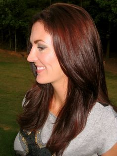 Auburn Hair. So pretty. If I could dye my hair this would be the color I'd want. Not too different from my natural color
