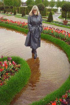 http://www.ebay.de/itm/Damen-Kleppermantel-Gummimantel-Regenmantel-Raincoat-Rubbercoat-Gr-50-Klepper-/361536531525?hash=item542d41ac45:g:1PoAAOSwubRXE8I2