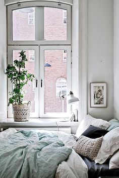 Discover Modern examples of Minimalist Bedroom Decor Ideas design in your home. See the best designs for your interior bedroom. Small Space Living, Small Spaces, Small Space Bedroom, Small Small, Cozy Bedroom, Bedroom Decor, Scandinavian Bedroom, Bedroom Windows, Bedroom Colors