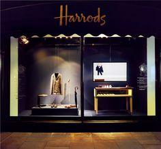 Brioni participe à l'exposition Wallpaper Handmade chez Harrods - Boutique en ligne officielle Brioni : prêt-à-porter couture, services sur mesure et vêtements de sport pour hommes.