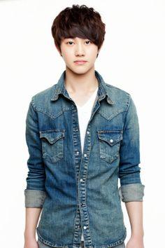 Kwak Dong Yeon as young shin jung tae and hyuk