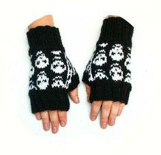 "skull mittens ""skullfest"" pattern by Lene T A Larsen Knitting Needles, Mittens, Skulls, Pattern, How To Make, Hands, Shopping, Clothes, Crossstitch"