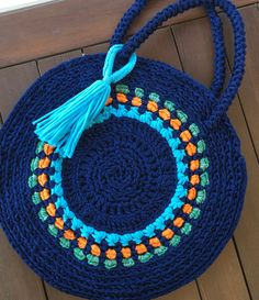 Best 12 Crochet bag, tığ işi çanta We are want to say thanks if you like to share this post to another Crochet Clutch, Crochet Handbags, Crochet Purses, Love Crochet, Easy Crochet, Crochet Baby, Knitting Designs, Knitting Patterns, Crochet Patterns