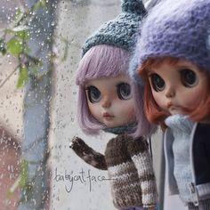 """""""Why is still raining? We want to go out and play""""  """"Por qué llueve todavía?…"""