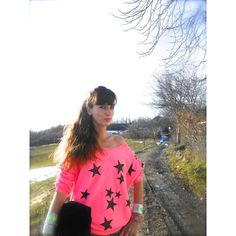 THE FASHIONAMY by Amanda: Felpa rosa shocking, stelle glitter, Amami... via Polyvore
