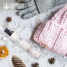 Позаботьтесь о себе Зимой от ветра и мороза нас защищает теплая одежда. А что насчет кожи лица? Чтобы сохранить красоту и здоровье в холодное время года, ей нужен особый уход и бережная забота. Ежедневный увлажняющий крем для естественного сияния кожи Herbalife насыщен витаминами, антиоксидантами и натуральными маслами. Он прекрасно увлажняет и питает кожу, а кроме того способствует сокращению количества морщин. Чтобы добиться максимального эффекта, соблюдайте три простых правила: 1… Herbalife Nutrition, Healthy, Instagram, Pictures, Health