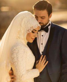 Insta: - Wedding and Gowns Muslimah Wedding Dress, Muslim Wedding Dresses, Muslim Brides, Muslim Couples, Wedding Photography Poses, Wedding Poses, Wedding Photoshoot, Wedding Couples, Bridal Hijab
