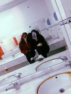 @𝐥𝐠𝟔𝐜𝐞🕸️ Eerie Photography, Tumblr Photography, Girl Photography Poses, Cool Girl Pictures, Fake Girls, Insta Photo Ideas, Best Friend Pictures, Girl Photo Poses, Cute Friends
