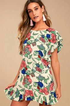 Wander over to the wild side with the Tavik Layne Beige Floral Print Dress! Floral print decorates this gauzy woven dress with fluttering short sleeves and shift bodice. Cute Floral Dresses, Simple Dresses, Nice Dresses, Casual Dresses, Fashion Dresses, Trendy Clothes For Women, Floral Fashion, Plaid Dress, Pattern Fashion