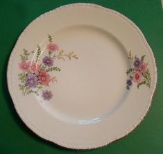 Homer Laughlin dishes - this is the flower on my Grandmothers dishes, but the edging is different. Antique Dishes, Vintage Dishes, Antique China, Vintage China, Vintage Kitchen, Old Plates, Vintage Plates, Vintage Dinnerware, China Dinnerware