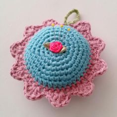 @ CutiePie Designs: Pretty pincushion - free pattern is in Dutch but simple enough to follow with Google translation