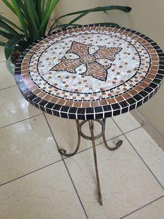 minha 3ª mesinha em mosaico.