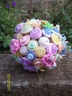 SpRiNg FLiNg BuTtOn BoUqUeT