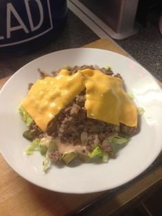 Vicki-Kitchen: Big Mac in a bowl (slimming world friendly) I'm not on a diet, but this looks sooooo good! Slimming World Fakeaway, Slimming World Dinners, Slimming World Diet, Slimming Eats, Slimming World Recipes, Big Mac, Burger In A Bowl Slimming World, Beef Recipes, Cooking Recipes