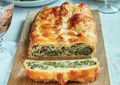 Mushroom and spinach en croûte recipe Top Recipes, Vegan Recipes Easy, Veggie Recipes, Vegetarian Recipes, Cooking Recipes, Cooking Tips, Dinner Entrees, Dinner Recipes, Spinach Stuffed Mushrooms