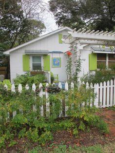 Jane Coslick Cottages : A Dose of Happy. Cottages And Bungalows, Beach Bungalows, Beach Cottages, Beach Cottage Style, Beach Cottage Decor, Beach House, Cottage Living, Cozy Cottage, Estilo Cottage