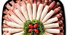 Las charolas o platillos con aperitivos u otros alimentos, son indispensables en fiestas o reuniones. Una buena presentación es important... Cheese And Cracker Platter, Christmas Appetizers, Charcuterie, Crackers, Party Time, Tapas, Catering, Sushi, Buffet