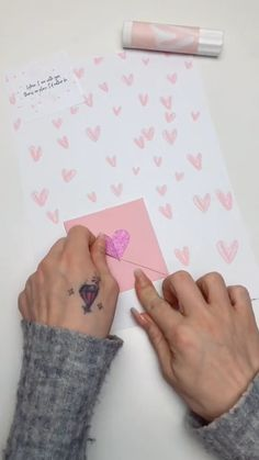diy videos crafts video presents cool DIY videos Diy Crafts Hacks, Diy Crafts For Gifts, Diy Home Crafts, Diy Arts And Crafts, Cool Paper Crafts, Paper Crafts Origami, Origami Art, Valentines Bricolage, Valentines Diy