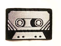 Retro Cassette ☆ ☆  Dieses Tattoo-Stil-Patch wird auf Retro oder Rockabilly Stil Kleidung und Accessoires gut aussehen!  Dieses Angebot gilt für 1